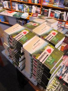 Krimistapel in der Buchhandlung am Ahrtor